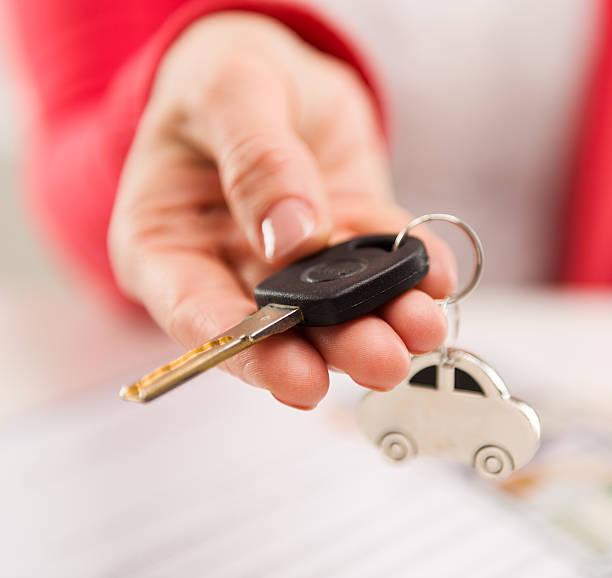 Frau mit Autoschlüssel – Foto