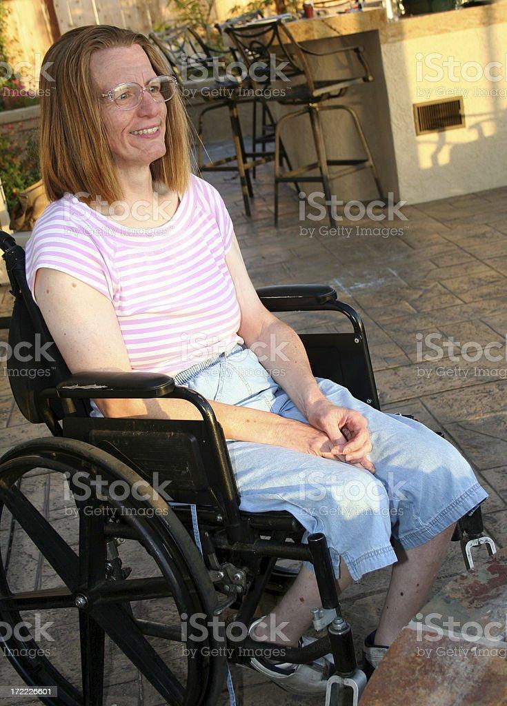 Fotografía de Mujer Con Parálisis Cerebral En El Patio Con Acceso ...
