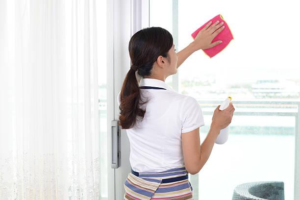 女性、クリーニングツール - 掃除 ストックフォトと画像