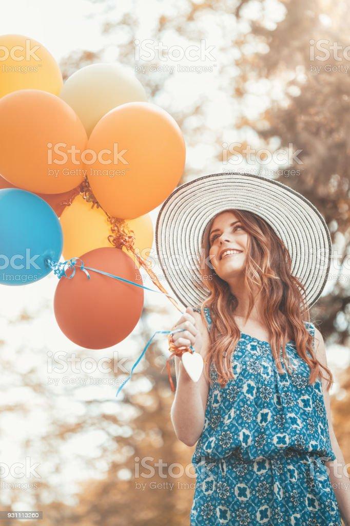 Kadın renkli balonlar ile - Royalty-free 20-24 Yaş Stok görsel