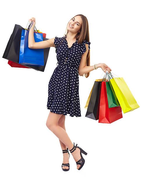 frau mit bunten einkaufstüten - kleider günstig kaufen stock-fotos und bilder