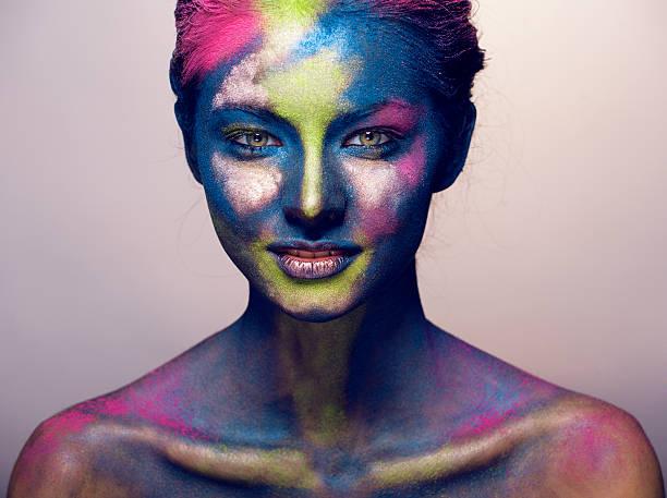 frau mit kreativen make-up, wie heiligen feiern in indien - indische gesichtsfarben stock-fotos und bilder