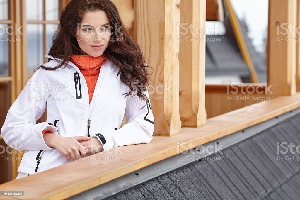 woman with cup of hot chocolate on mountain ski resort foto de stock royalty-free