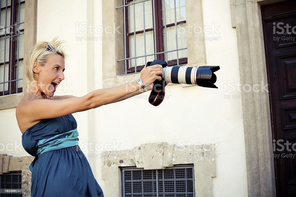 Frau mit Digitalkamera – Foto