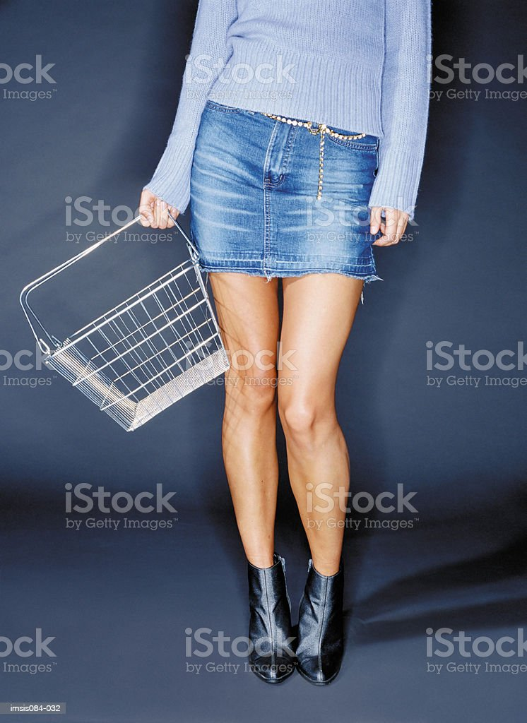 Woman with empty shopping basket royalty free stockfoto