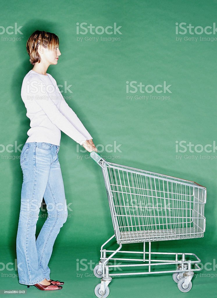 Woman with empty shopping trolley foto royalty-free