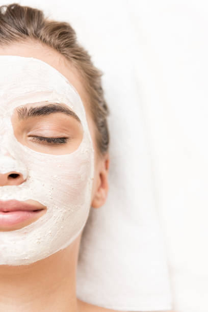 woman with facial mask - foto stock