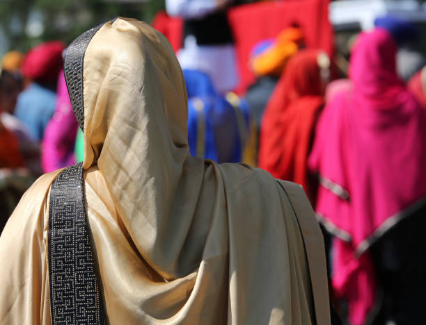 femme avec voile doré - Photo