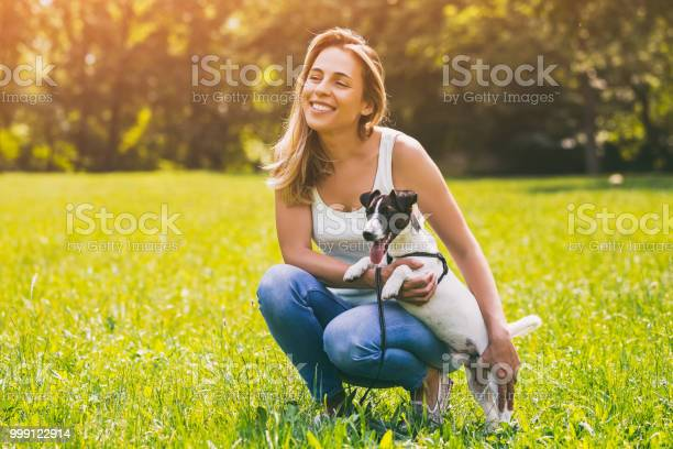 Woman with her dog jack russell terrier picture id999122914?b=1&k=6&m=999122914&s=612x612&h=pp1ozl1fbiyzbiyyp3y13tfejymk49wptk0 vzcnprc=