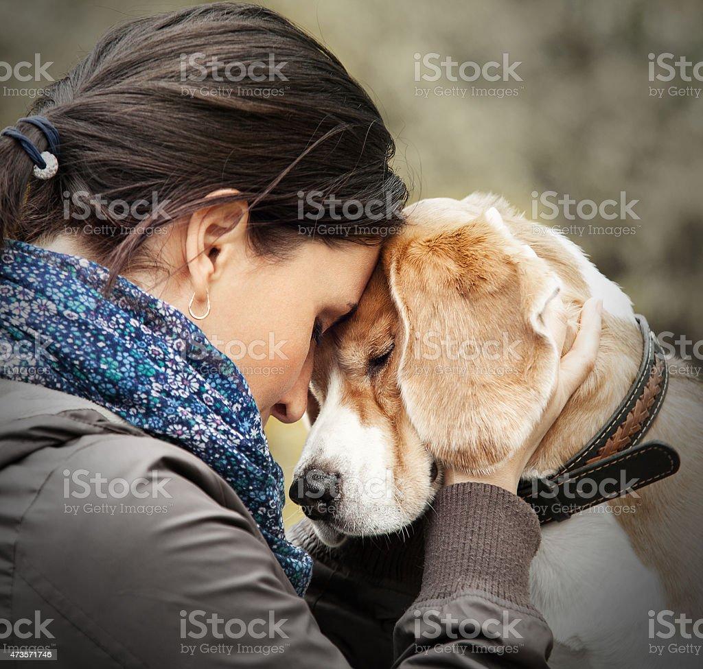 Frau mit Ihrem Hund zarte Motiv – Foto