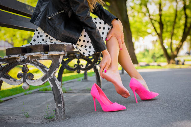 Woman with injured leg because of uncomfortable shoes Caucasian ethnicity female with injured leg because of uncomfortable shoes human foot stock pictures, royalty-free photos & images