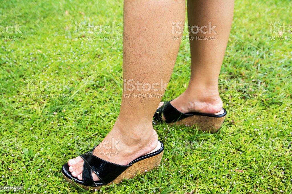 Frauenbeine haarige Sommerserie: Darf
