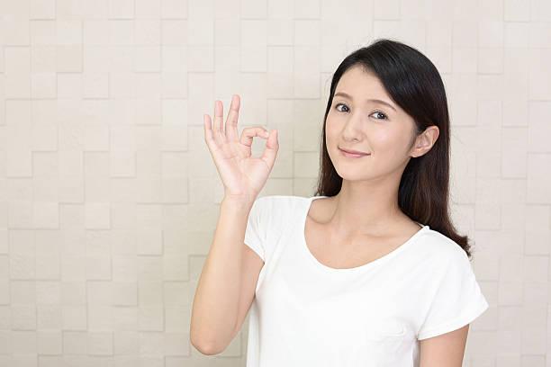 女性、ok 手のサイン ストックフォト