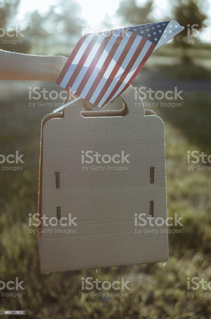 Woman with paper bag and american flag zbiór zdjęć royalty-free