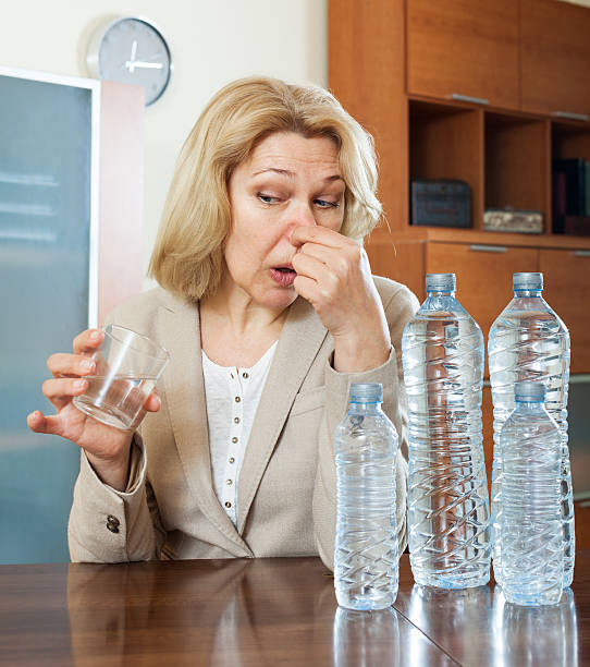 woman with  poor quality water woman with  poor quality water at home addle stock pictures, royalty-free photos & images