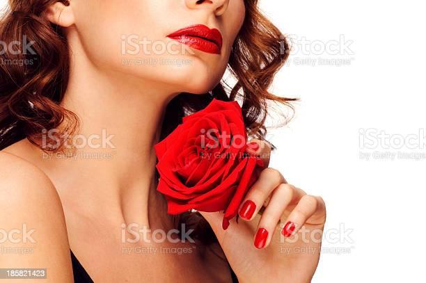 Frau Mit Rotem Lippenstift Stockfoto und mehr Bilder von Halten