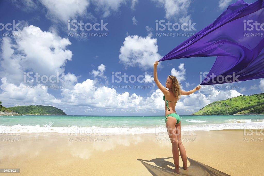 Femme avec un sarong photo libre de droits