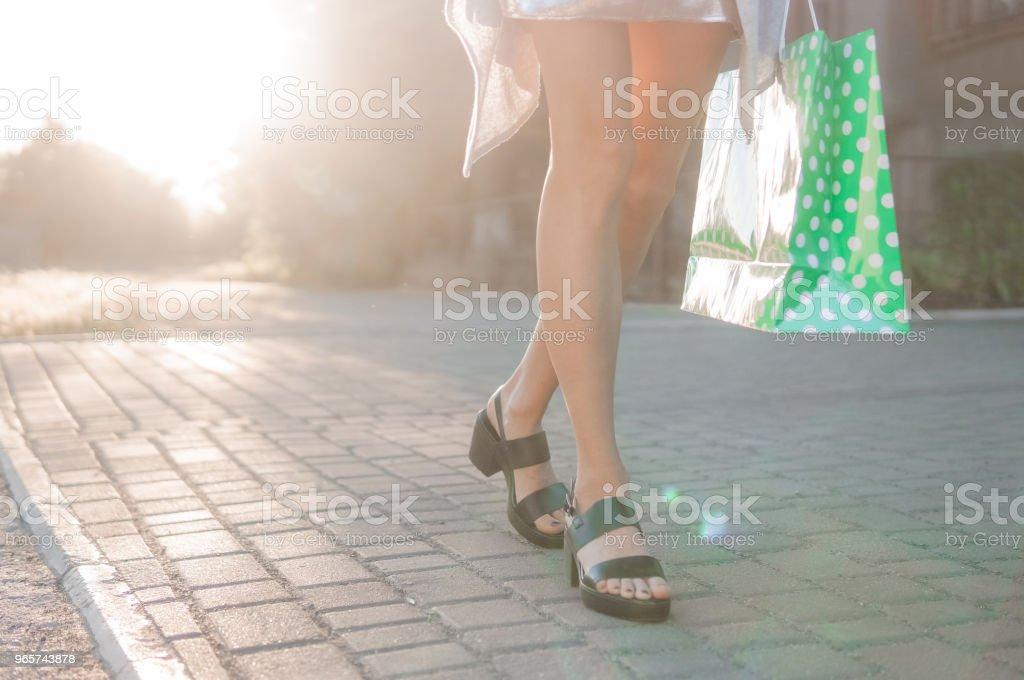 Vrouw met shopping tassen - Royalty-free Activiteit Stockfoto