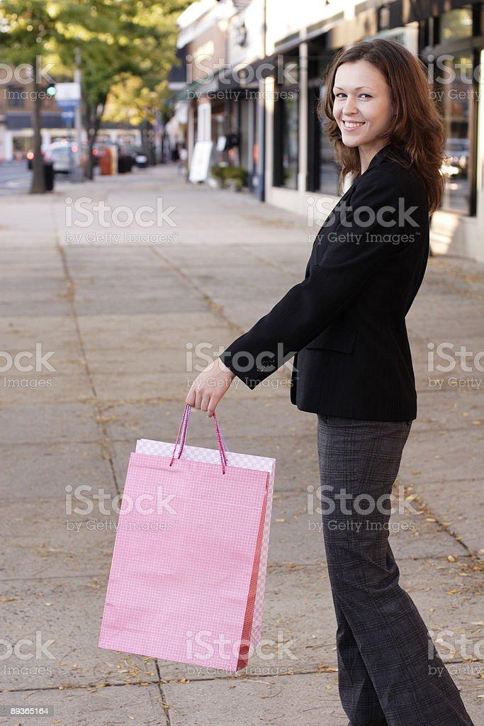 Kobieta z torby na zakupy Smiles zbiór zdjęć royalty-free