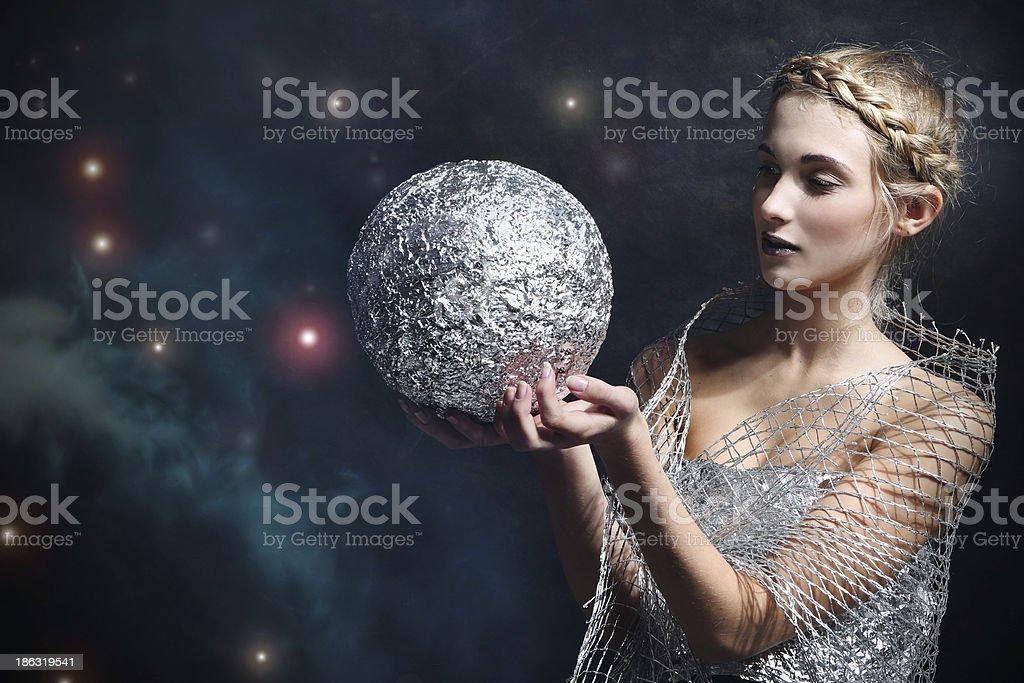 Женщина с серебряная пуля стоковое фото