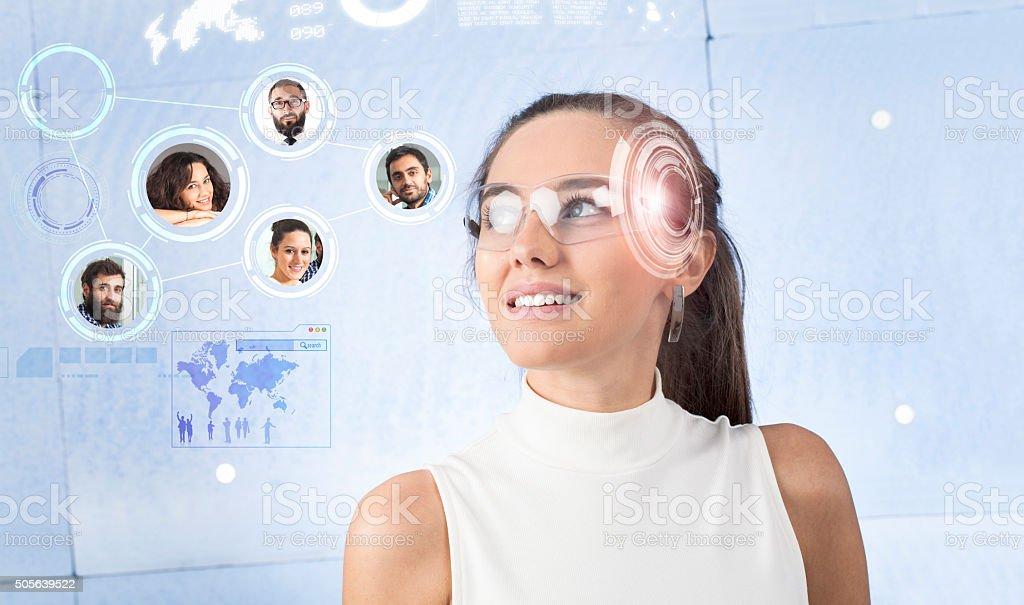 Mujer con gafas inteligentes - Foto de stock de Adulto libre de derechos