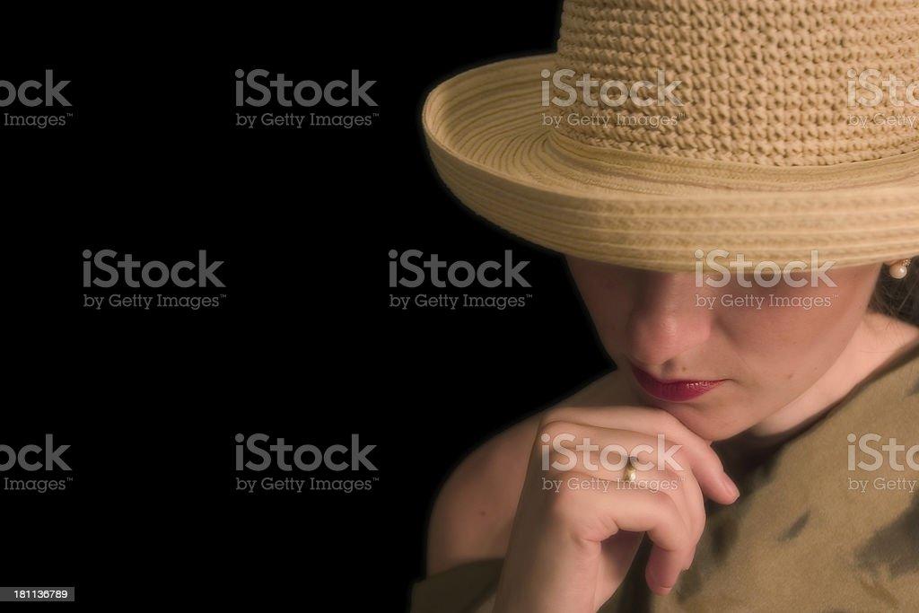 Frau mit Strohhut – Foto