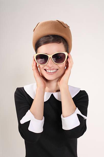 Mujer con gafas de sol - foto de stock