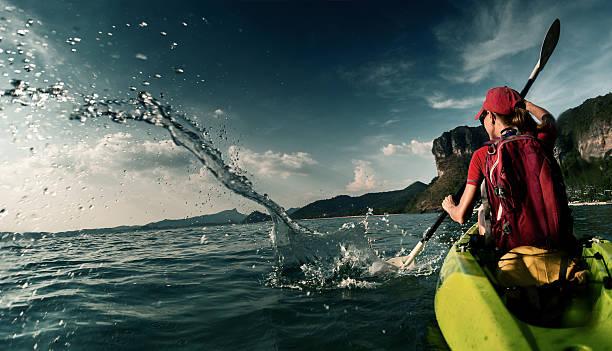 女性のカヤック - パドルスポーツ ストックフォトと画像