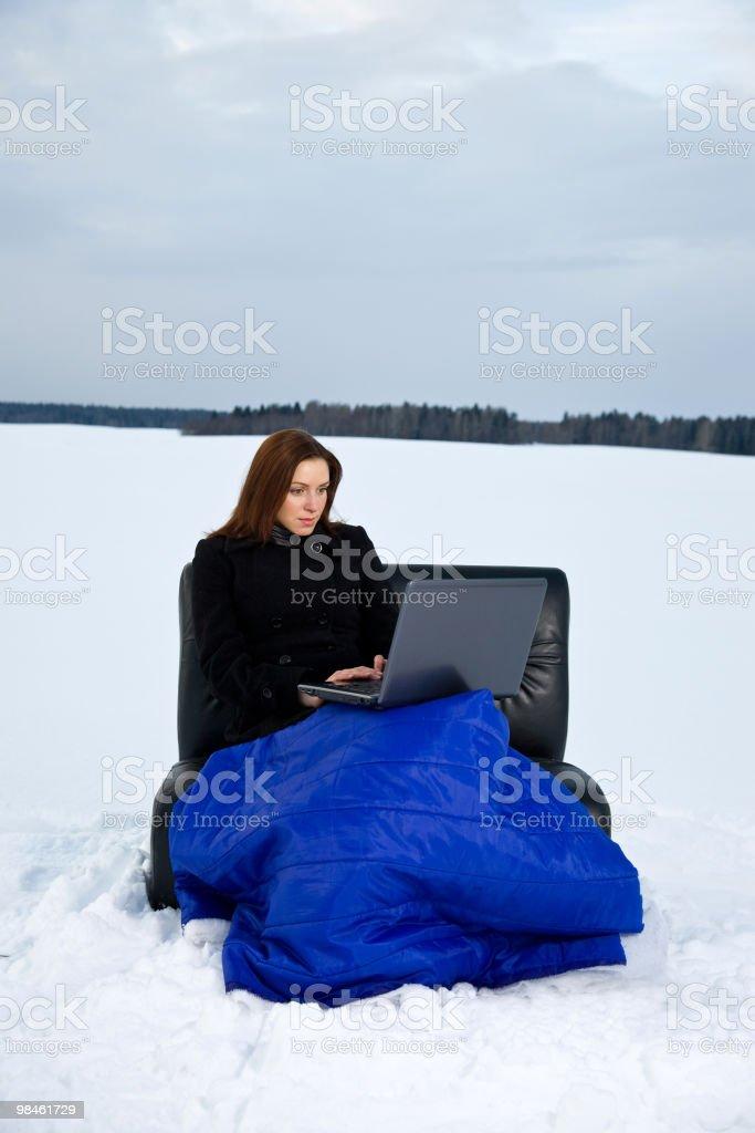 Donna con il portatile foto stock royalty-free