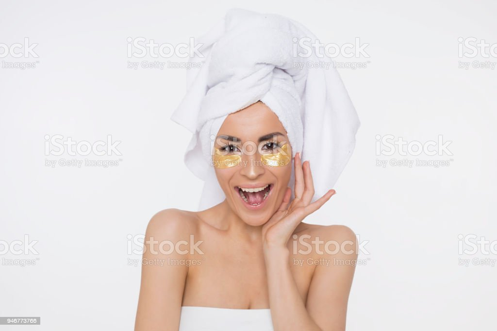 Frau mit Handtuch auf dem Kopf – Foto