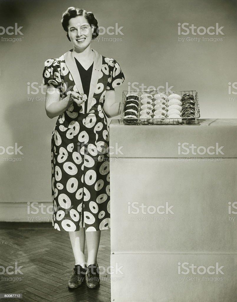 가진 여자 용지함 쿠키, 인물 사진 royalty-free 스톡 사진