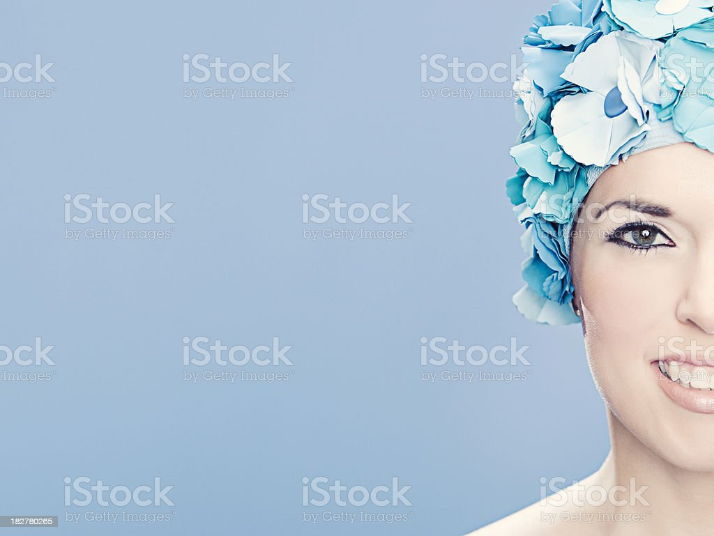 Frau mit Retro-Runde Kappe – Foto