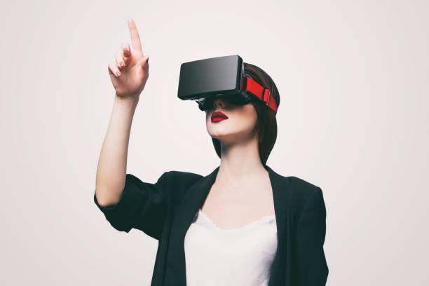 woman with virtual reality gadget - ritratto 360 gradi foto e immagini stock