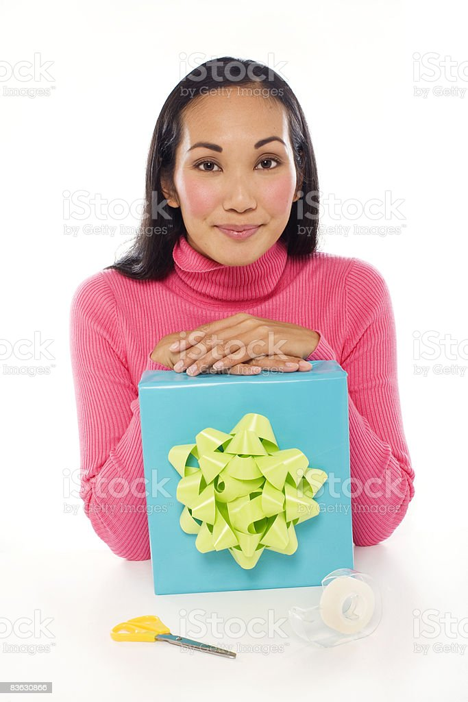 woman with wrapped gift foto stock royalty-free