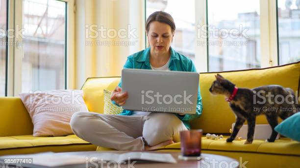 Woman working from home picture id985677410?b=1&k=6&m=985677410&s=612x612&h=fmyow8sz zykaxugjqvl78ptvllckgiepz9d56ktfdw=