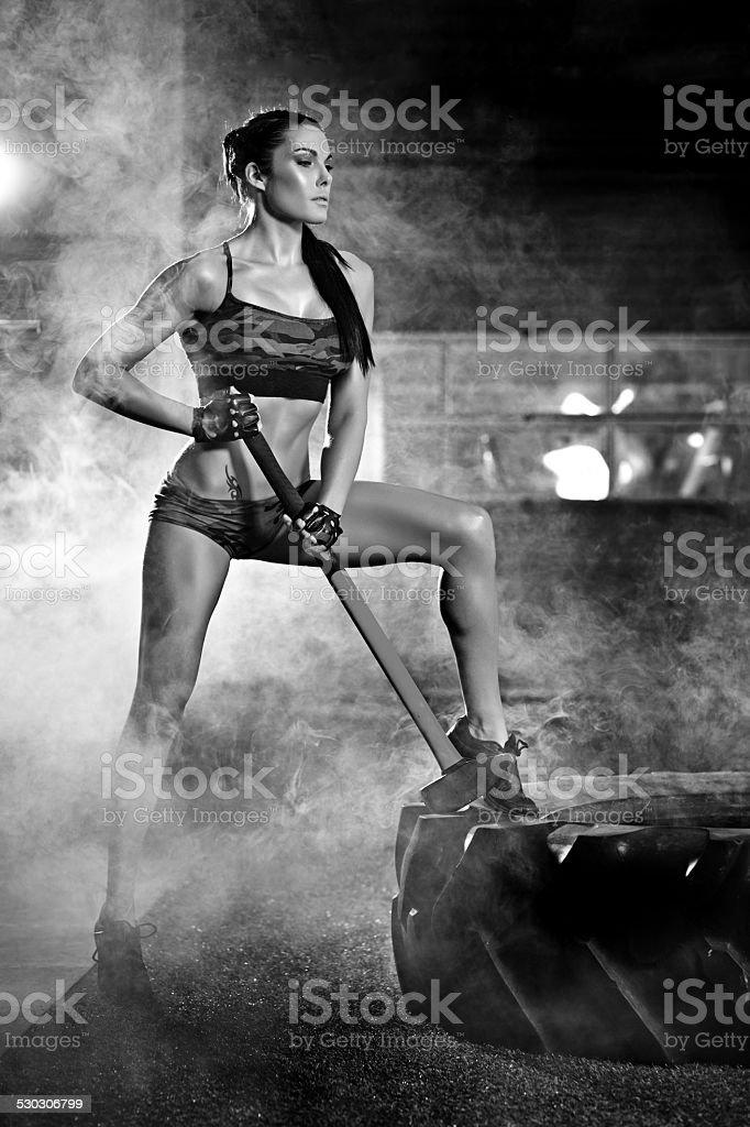 Mujer Haciendo Ejercicios Con Martillo - Fotografía de stock y más ...