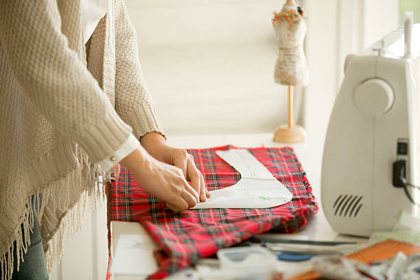 woman working with a sewing pattern - hutmacher stock-fotos und bilder