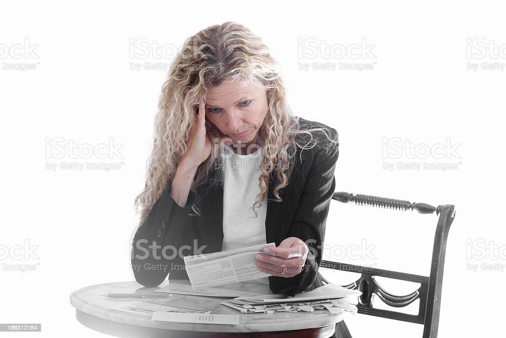 Mujer preocupada por las facturas - foto de stock