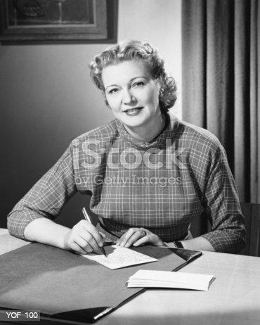 Woman Writing 照片檔及更多 垂直構圖 照片