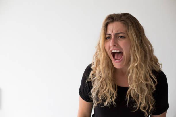 Frau schreien vor der Kamera – Foto