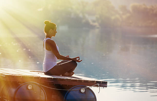 Woman Yoga - relax in nature,  Yoga woman meditatin. – Foto