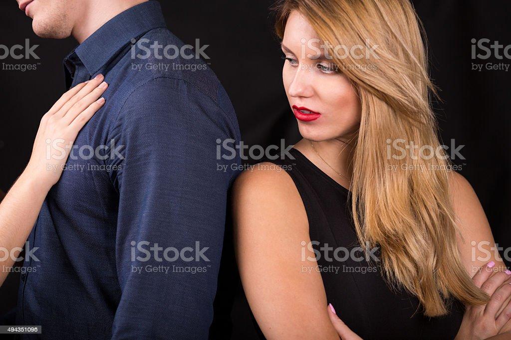 Couple : flirter, est-ce tromper ? Une thérapeute de couple répond !