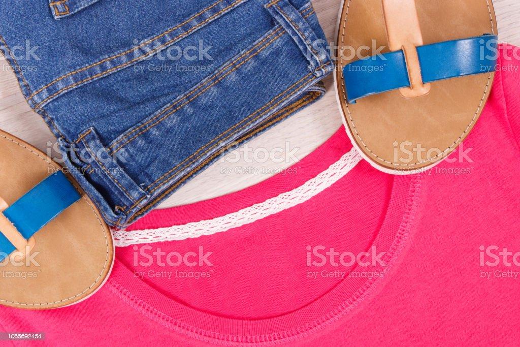 Sandalias De Mujer Pantalones Y Camisa O Sueter Ropa Para El Concepto De Mujer Casual Foto De Stock Y Mas Banco De Imagenes De A La Moda Istock