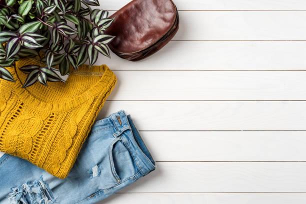 otoño de mujer o ropa de invierno - moda de otoño fotografías e imágenes de stock