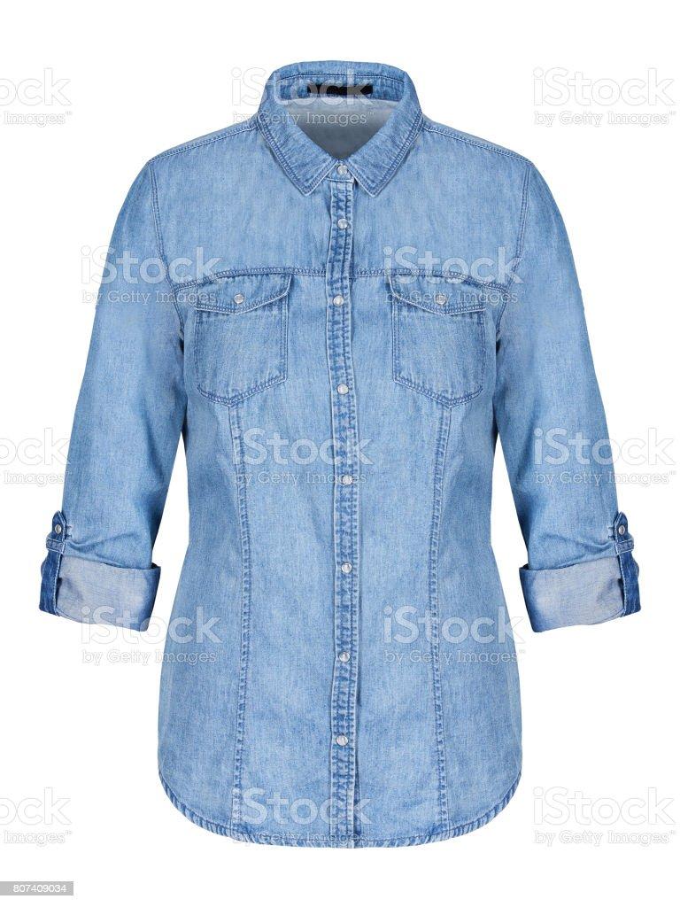 Womans blaues Jeanshemd auf unsichtbare Schaufensterpuppe isoliert auf weiss – Foto
