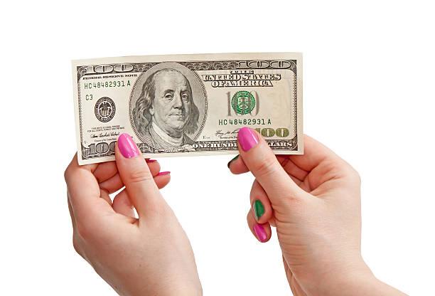 女性の手を保持 100 US ドル紙幣 ストックフォト