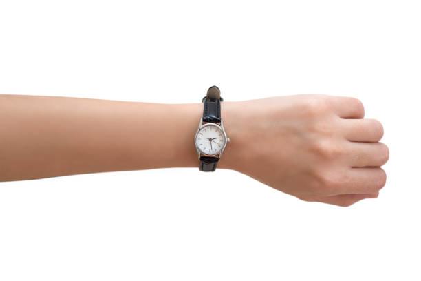 mano de mujer usar reloj de pulsera - reloj de pulsera fotografías e imágenes de stock