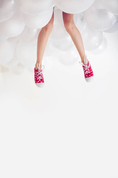 woman's legs and white balloons - mulher balões imagens e fotografias de stock