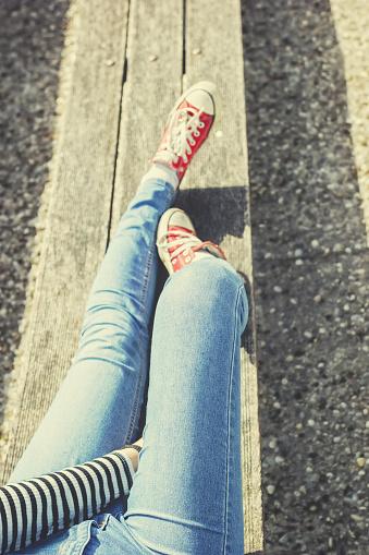 De La Mujer Piernas Un Azul 521694270istock De La Mujer Piernas En Un Azul Pantalones Vaqueros Y Rojo Lona Zapatillas 521694016 De La Mujer Piernas Un Azul 521694270istock De La Mujer Piernas En Un Azul Pantalones Vaqueros Y Rojo Lona Zapatillas
