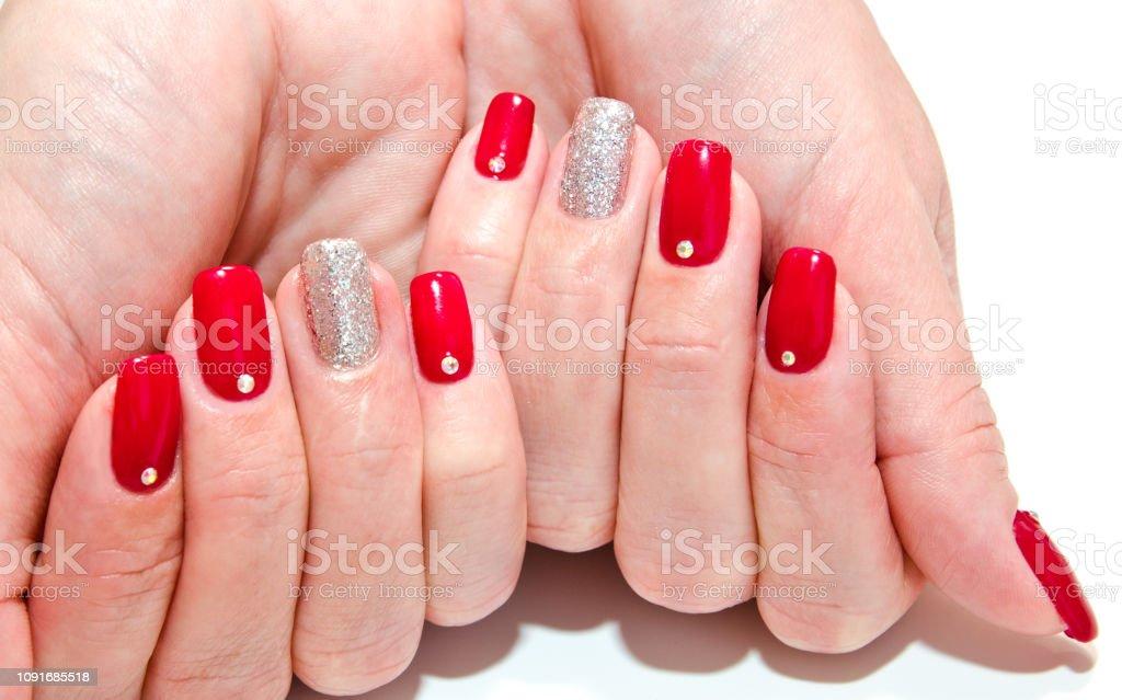 Uñas De La Mujer Con Rojo Hermoso Manicura Diseño De Moda